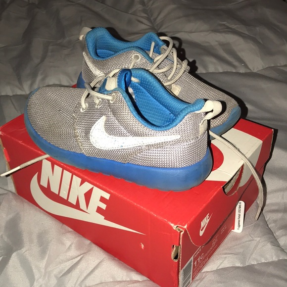 Toddler Nike Roshe sneakers
